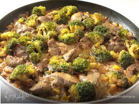 Куриная печень с брокколи и грибами