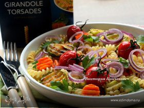 Теплый салат с пастой джирандоле и запеченными овощами