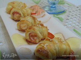 Мини-круассаны с креветками и беконом