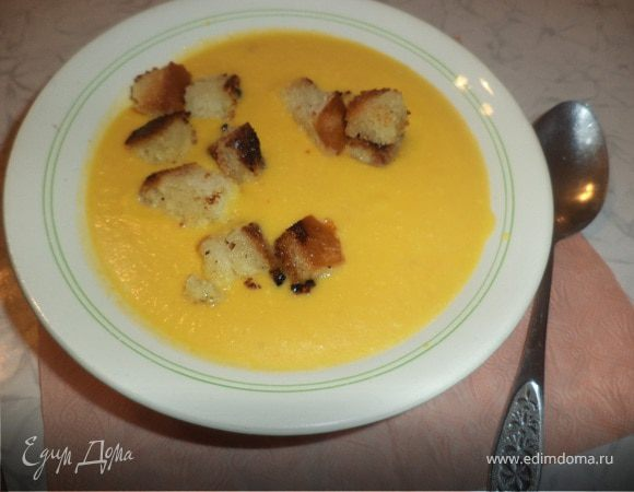 Тыквенный суп-пюре с чесночными сухариками