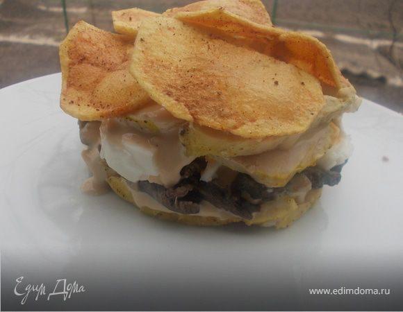 Слоеный салат с курицей и чипсами в пикантной заправке