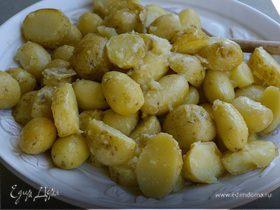 Молодой картофель с хрустящим салатом