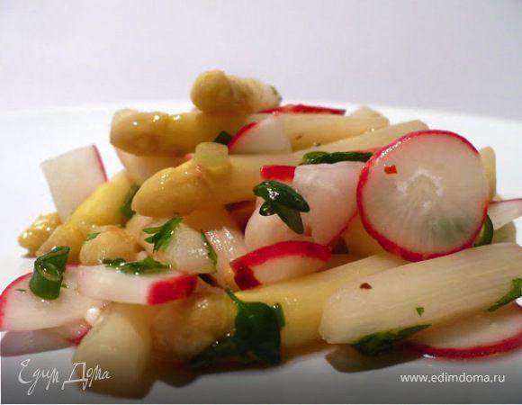 Салат из спаржи и редиски с медовой заправкой