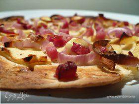Экспресс фламмкухен с яблоком, шпиком и красным луком