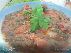Соус из говядины с луком и шпинатом