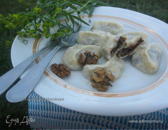 Вареники с черносливом, грецкими орехами и медом