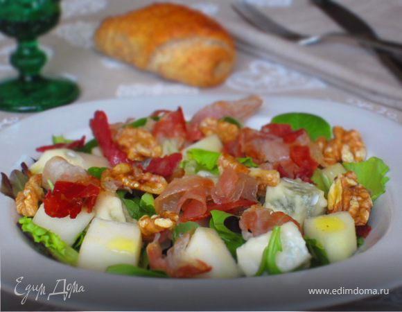 Салат с грушей, горгонзолой и беконом
