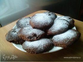 Шоколадное печенье с изюмом и миндальной мукой