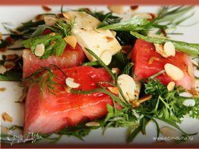 Летний салат с жареным арбузом и брынзой