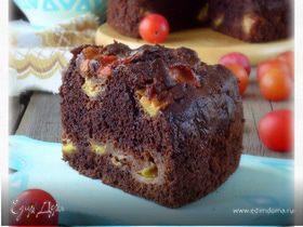 Шоколадный пирог со сливой