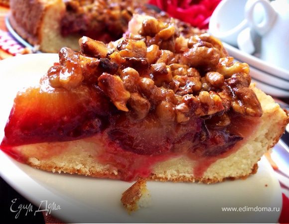 Сливовый пирог с ореховым крокантом