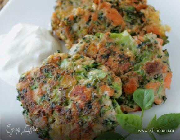 Оладьи из брокколи и лосося