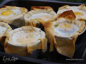 Яйца, запеченные в корзиночках фило с грибами