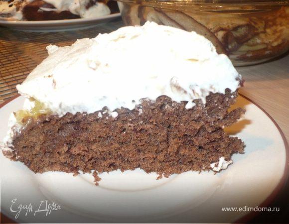 Шоколадный торт со взбитыми сливками