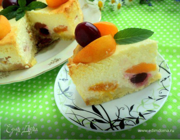 Творожник с абрикосами и вишней