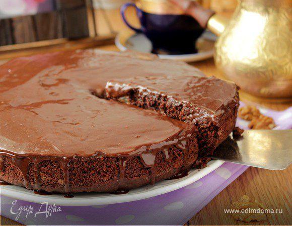 Шоколадный пирог с грушами и орехами