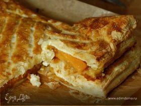 Пирог с тыквой, луком и сыром