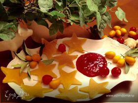 Панкейки с имбирным ароматом и с соусом из красной смородины