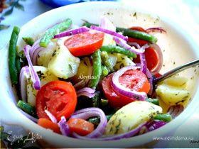 Картофельный салат с зеленой фасолью и томатами