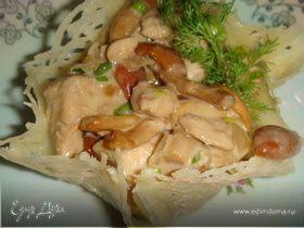 Салат в корзинках из пармезана