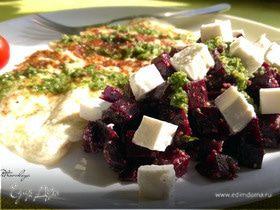 Салат свекольный с песто и сыром фета