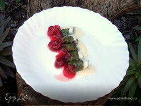 Мини-голубцы с вино-вишневым соусом
