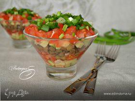 Салат с чечевицей и соусом из слабосолёной форели