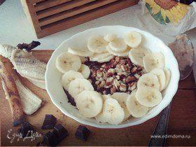 Овсянка с темным шоколадом, бананом и грецким орехом