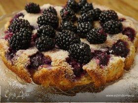 Сметанный пирог с ежевикой и голубикой