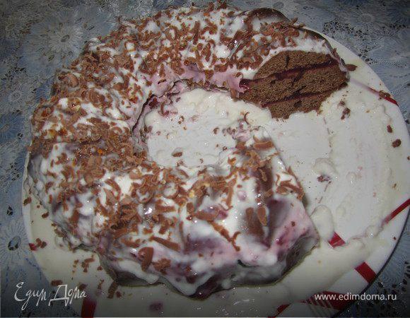 Шоколадный торт с вишневым кремом