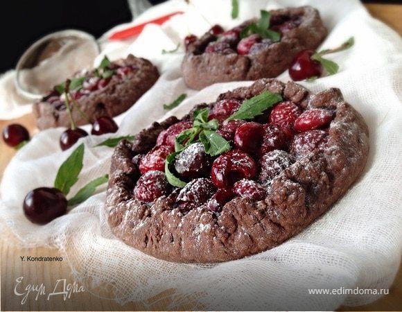 Шоколадная галета с вишней