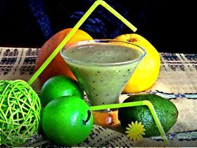 Коктейль из авокадо, киви и грейпфрута