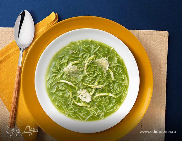 Куриный суп со шпинатом и чипсами из пармезана