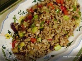Салат с чечевицей, полбой и овощами