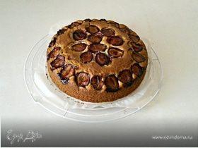 Пирог со сливами и маком
