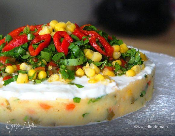 Картофельный торт-салат под йогуртовым соусом