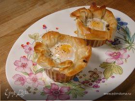 Яйца, запеченные с шампиньонами и луком в тесте фило