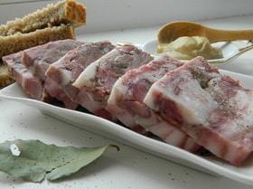 Прессованное мясо из свиных голов