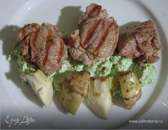 Маринованная ягнятина с артишоками и зеленым горошком