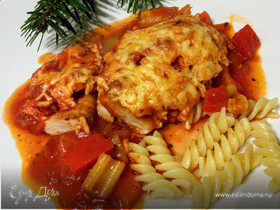 Куриное филе, запечённое в овощах под томатным соусом