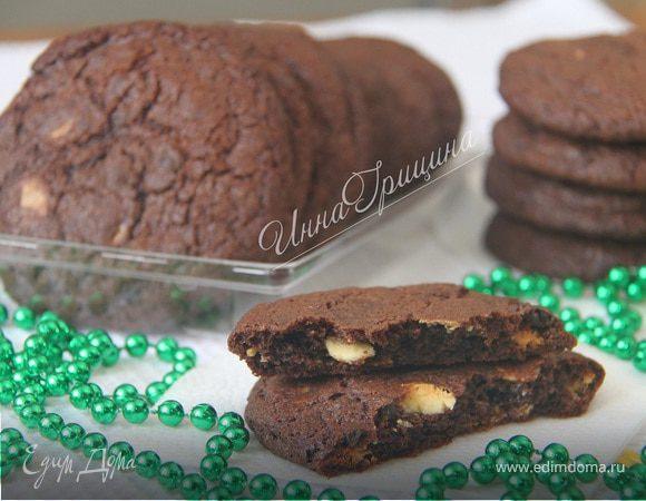 Шоколадное печенье с белыми и тёмными шоколадными каплями