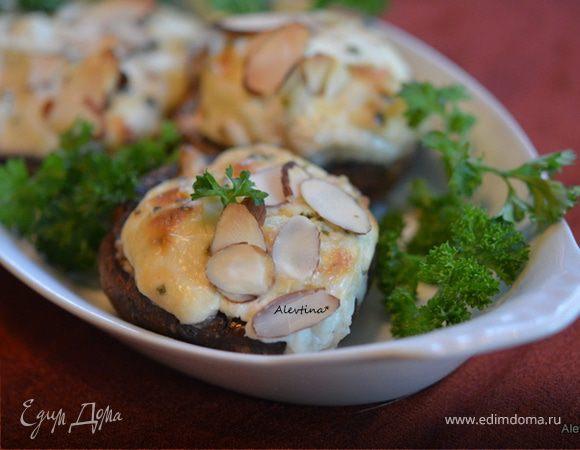 Фаршированные грибы с крабовым соусом