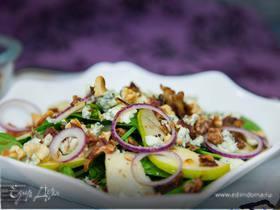 Салат со шпинатом, грушей и голубым сыром