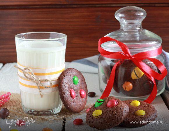 Шоколадное печенье с конфетками