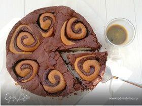 Шоколадный пирог с булочками