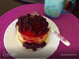 Pancakes with blueberry syrup (Панкейки)