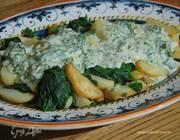 Молодой картофель со шпинатом, шалотом и чесночной заправкой