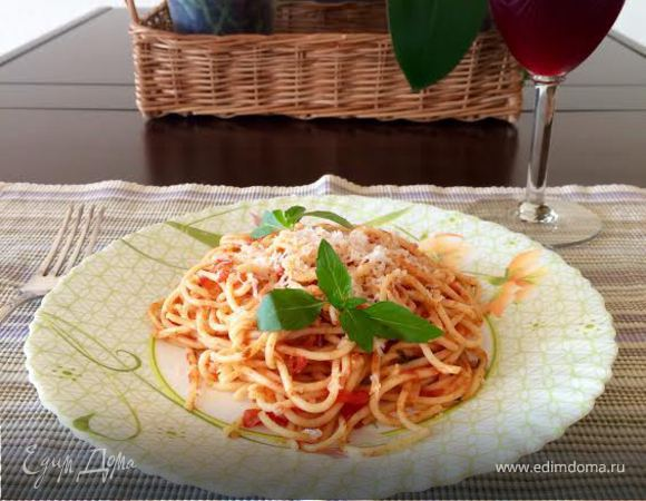 Спагетти со свежими помидорами