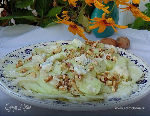 Салат с фенхелем и голубым сыром