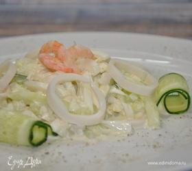 Салат из кальмаров с маринованным луком